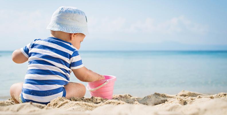 Så skyddar du din bebis mot solen