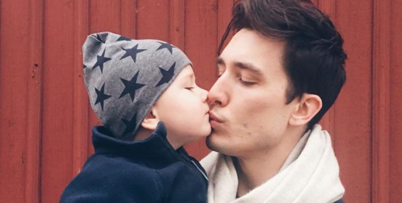 Jessica Olérs Brelids man Rasmus med deras son Noah