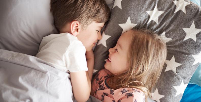 Föräldrarna: SÅ nattar vi våra barn