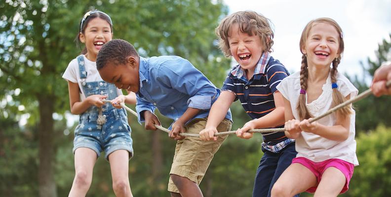 barn lekar sommar