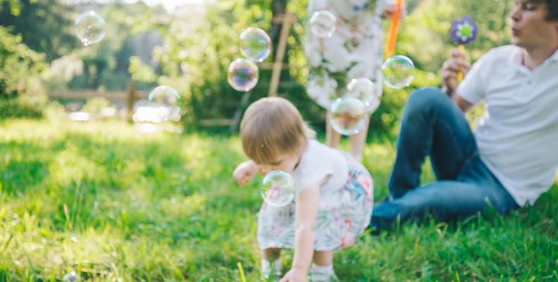 Roligt pyssel med färgade såpbubblor