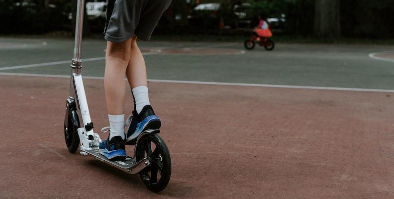 Elsparkcykel för barn